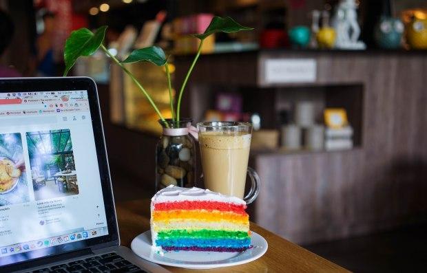 knots-living-rainbow-cake
