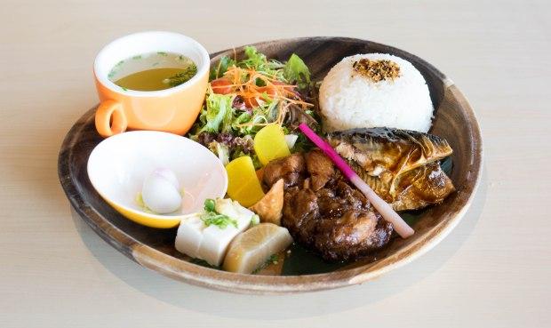 yunomori-onsen-cafe-japanese-platter