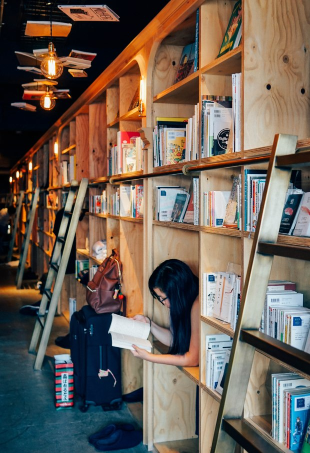 book-and-bed-shelves-2