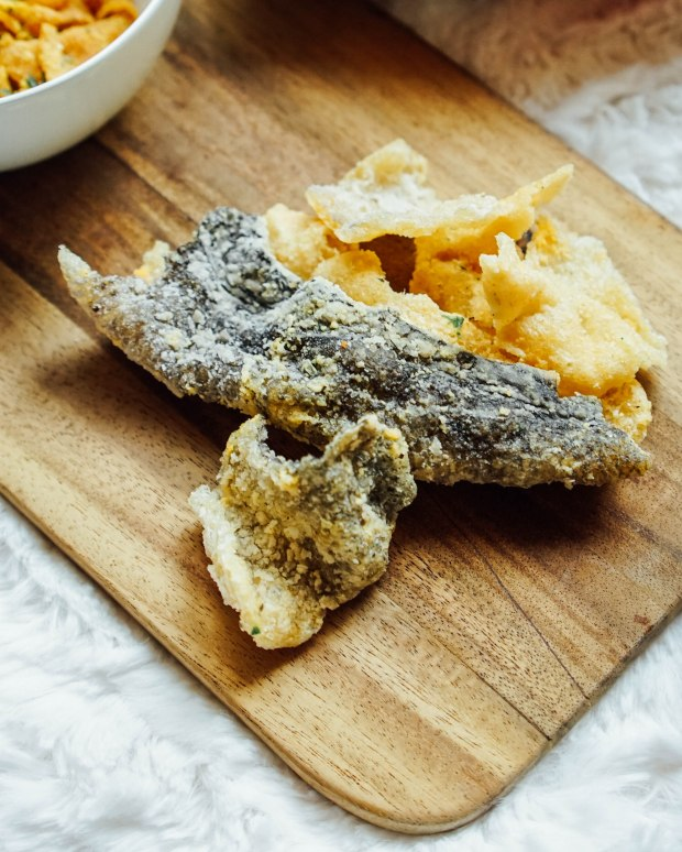 snacky and crisps salted egg fish skin
