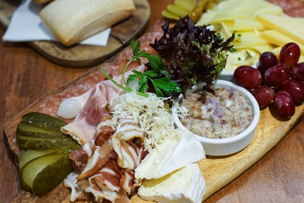 Brotzeit-cold-cut-platter