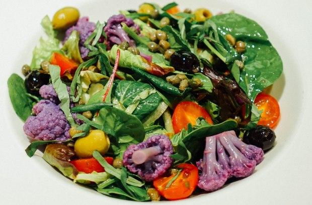 brotzeit-violeter-blumenkohlsalat