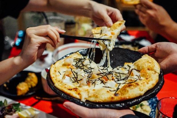 kabe-no-ana-mochi-mentaiko-pizza