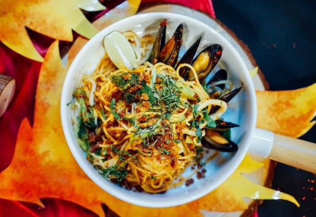 pastamania-thai-style-aglio-olio