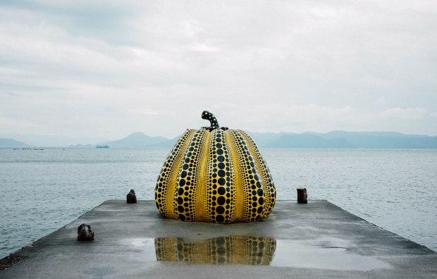 naoshima-yayoi-kusama-yellow-pumpkin