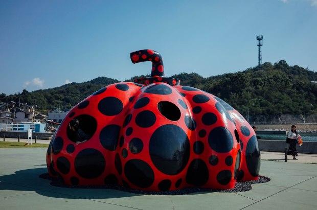 naoshima-yayoi-kusama-red-pumpkin