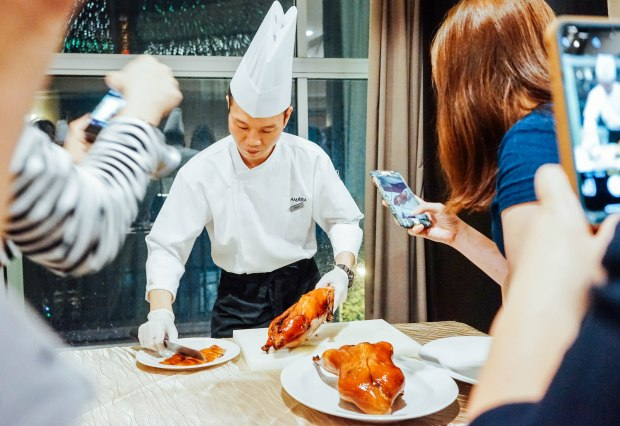 amara-hotel-cny-2019-beijing-duck-2