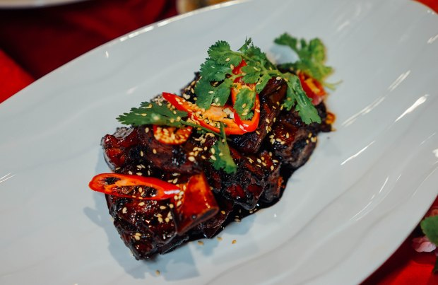 amara-hotel-cny-2019-braised-pork-ribs-in-black-beer