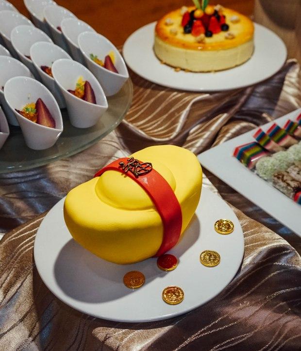 amara-hotel-cny-2019-cake-3