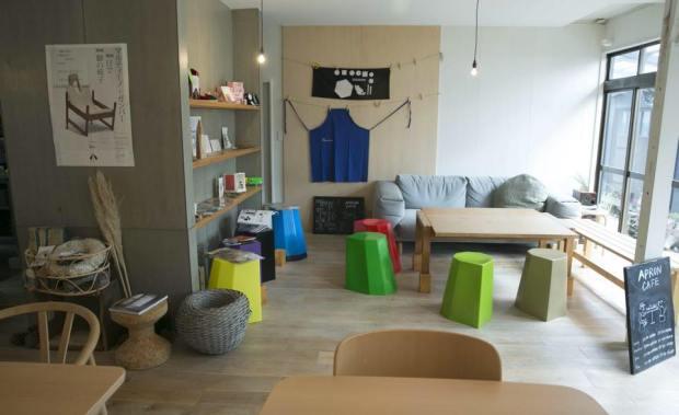 apron-cafe-naoshima-interior