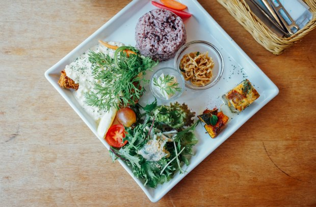 apron-cafe-set-lunch