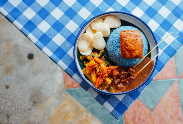 estation-cafe-cafe-otak-with-butterfly-pea-rice-2