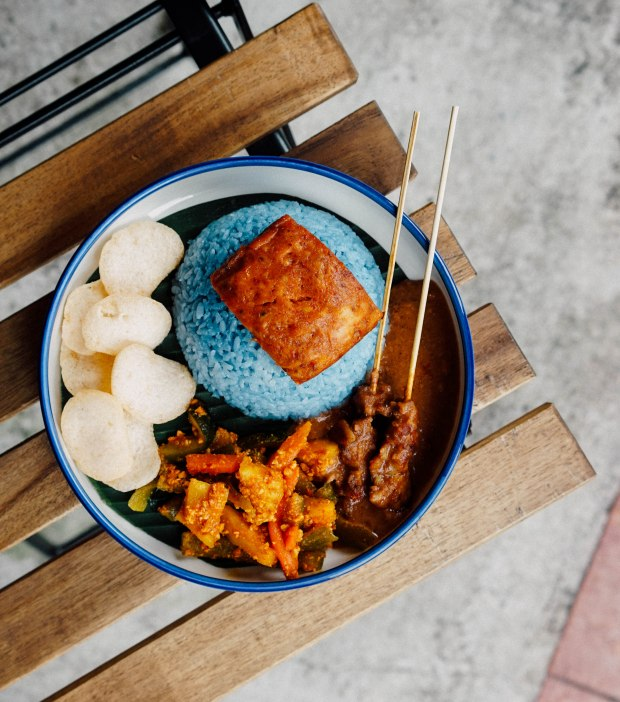 estation-cafe-cafe-otak-with-butterfly-pea-rice