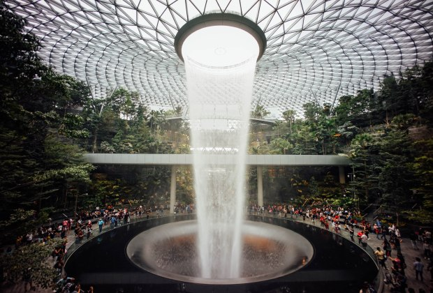 jewel-changi-airport-hsbc-rain-vortex-south-viewing-deck