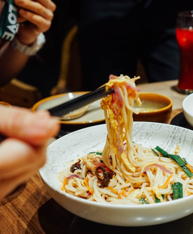 yun-nans-tossed-rice-noodles
