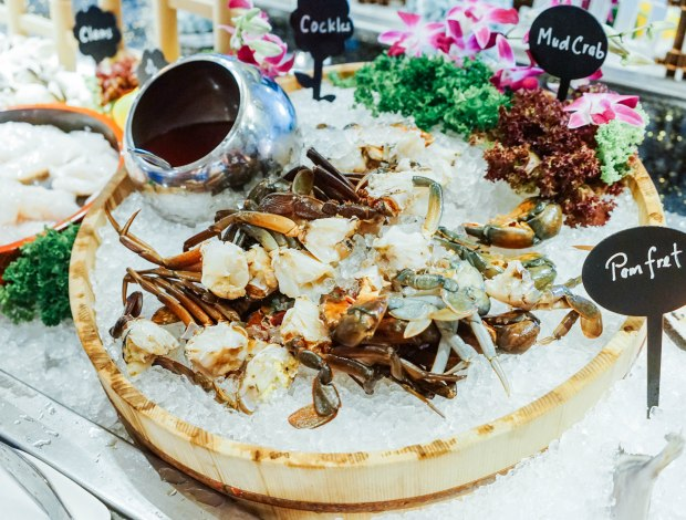 m-hotel-the-buffet-crab