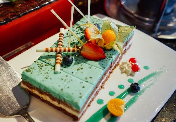 m-hotel-the-buffet-dessert