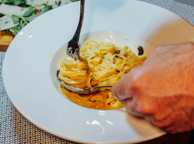 roots-mediterranean-spaghetti-carbonara