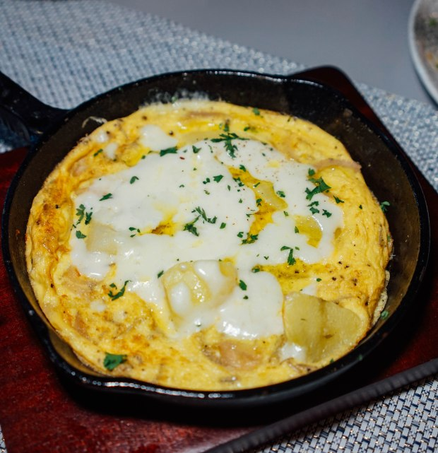 roots-mediterranean-tortillas-de-papas-y-queso-fundido