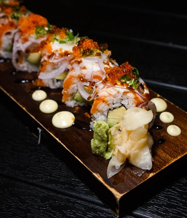 ten-sushi-aburi-salmon-avocado-roll-2