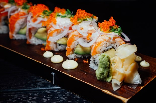 ten-sushi-aburi-salmon-avocado-roll