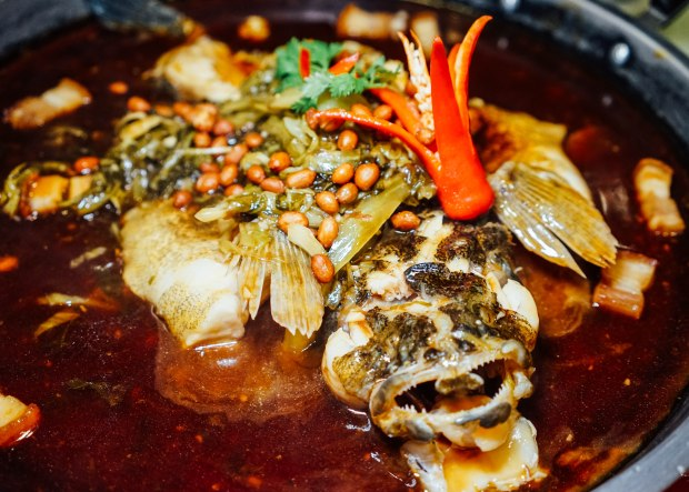 famous-kitchen-steamed-fish-with-preserved-vegetables-on-hot-plate