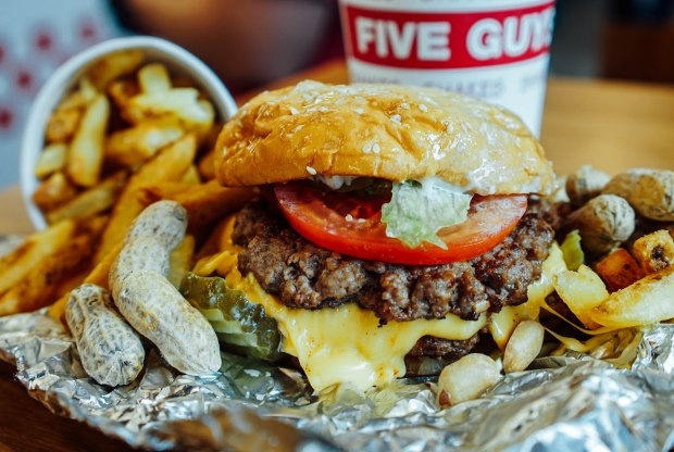 five-guys-singapore-bacon-cheeseburger-all-the-way