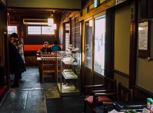 honke-tsuruki-soba-interior