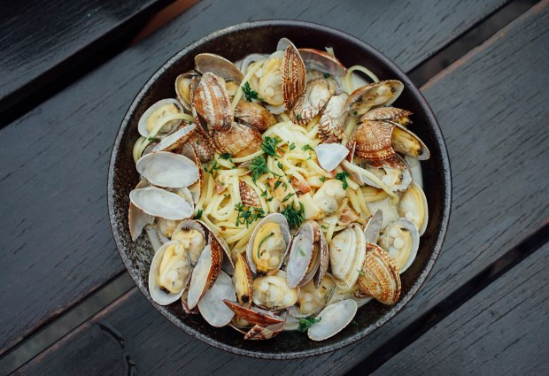 mischief-clams-and-bacon-linguine