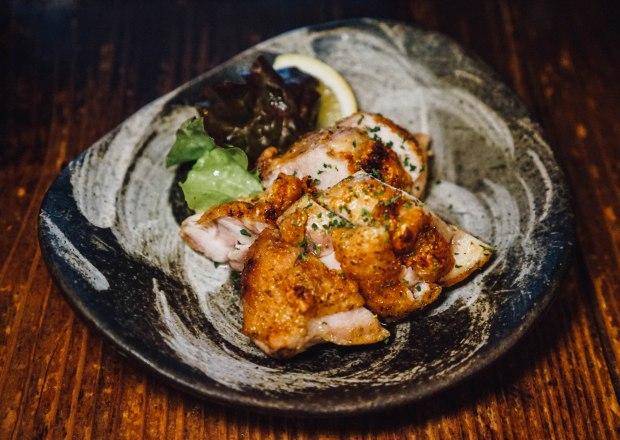 station-front-bar-okura-shiga-spicy-grilled-chicken-leg
