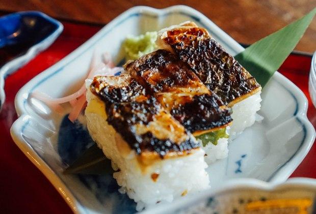 yokarou-nagahama-grilled-mackerel-sushi
