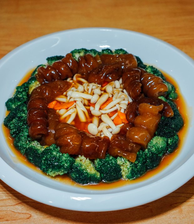 famous-kitchen-braised-sea-cucumber-with-beancurd-and-mushroom