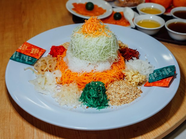 famous-kitchen-prosperity-salmon-yusheng