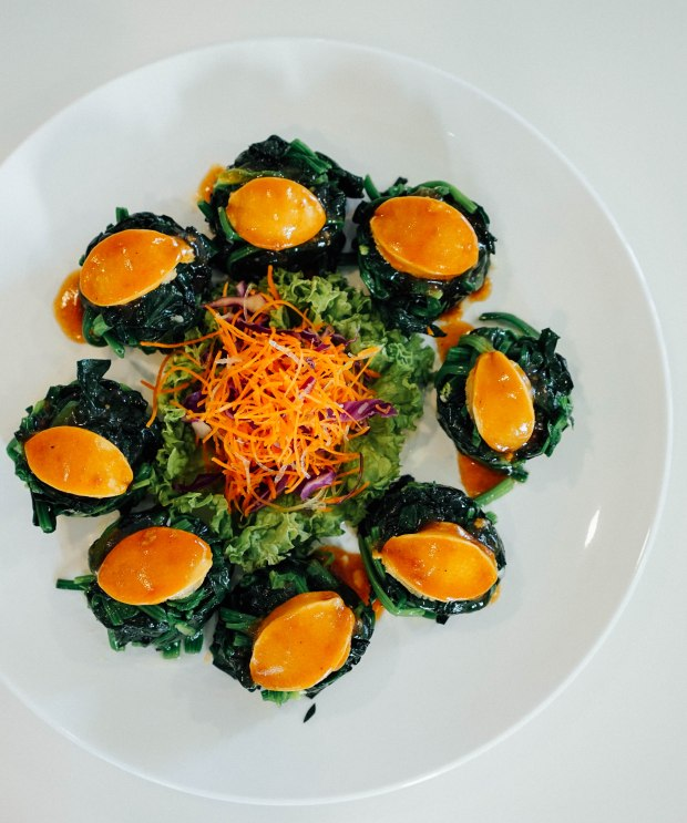 goldleaf-restaurant-baby-abalone-with-chinese-spinach