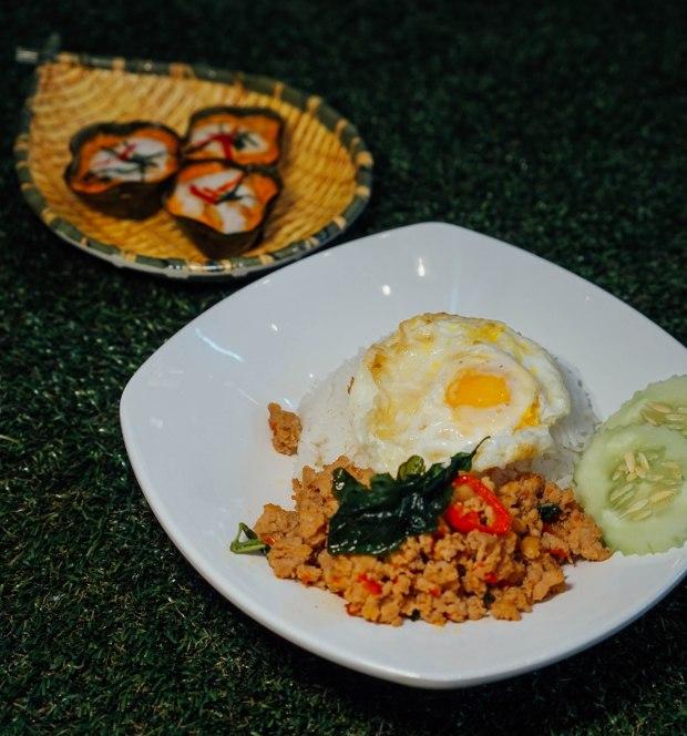 real-thai-stir-fried-chicken-basil-rice