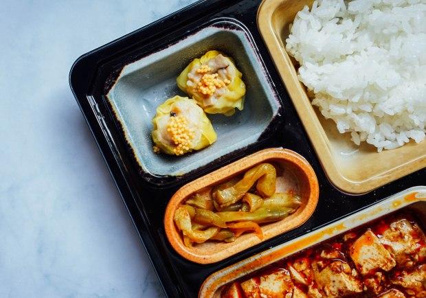 """Shisen-Hanten-Steamed Chinese dumpling """"Siew Mai"""" 蟹子蒸烧卖"""