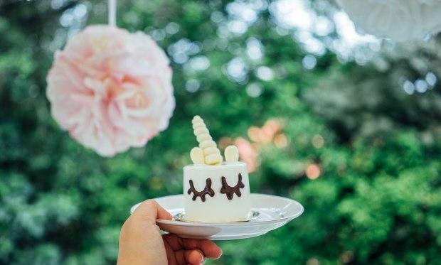 boufe-mini-unicorn-cake