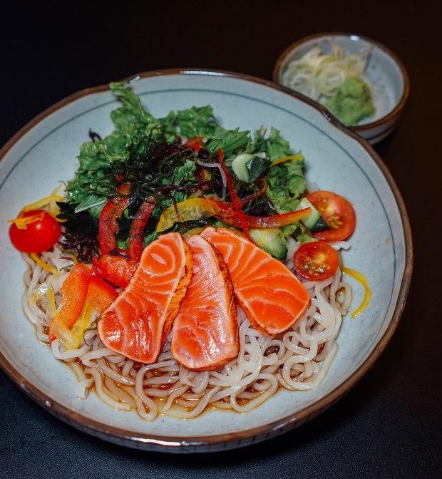 kiyoshi-aburi-salmon-salad-udon