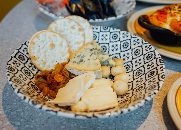 andaz-alley-on-25-lazy-breakfast-cheese-plate