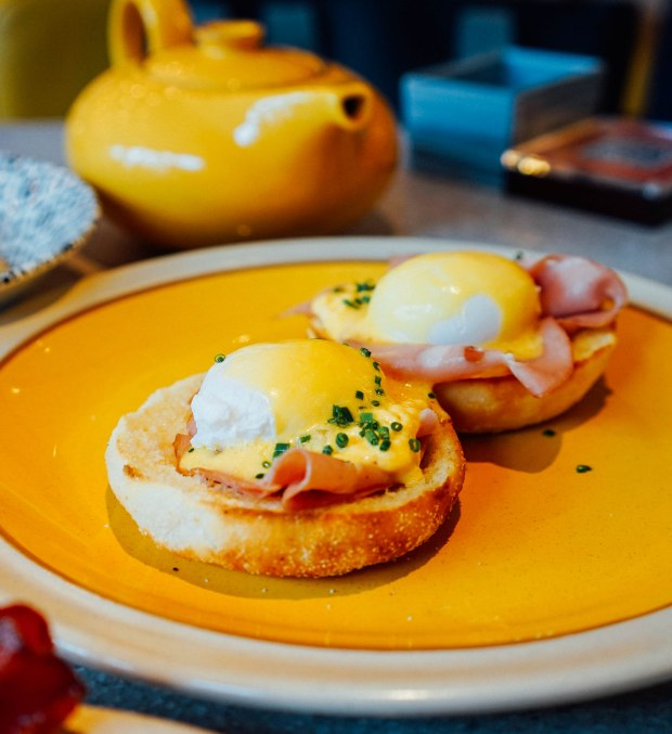 andaz-alley-on-25-lazy-breakfast-eggs-benedict