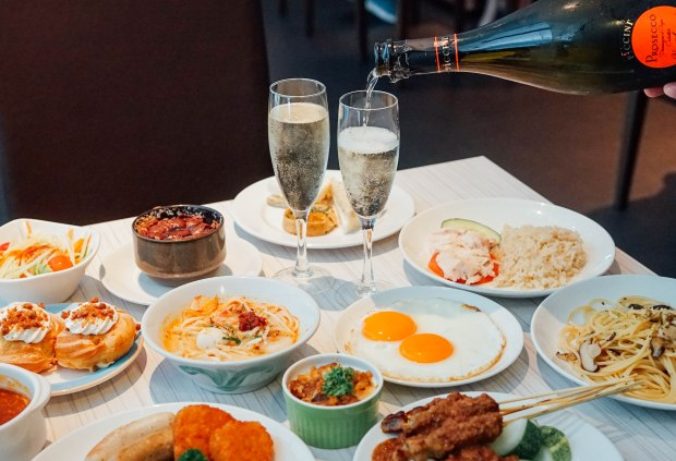 m-hotel-cafe-2000-weekend-brunch-buffet-madness