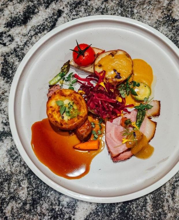 swissotel-merchant-court-ellengorough-market-cafe-christmas-buffet-christmas-meats-2