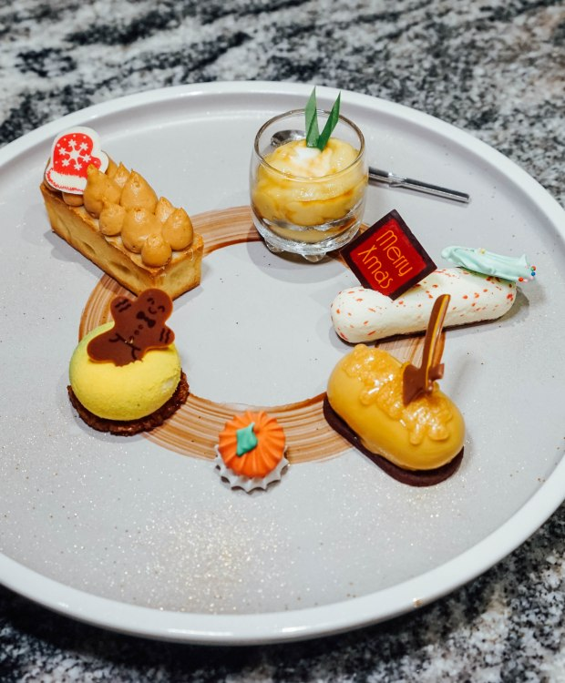 swissotel-merchant-court-ellengorough-market-cafe-christmas-buffet-desserts