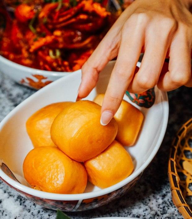 swissotel-merchant-court-ellengorough-market-cafe-christmas-buffet-fried-mantou