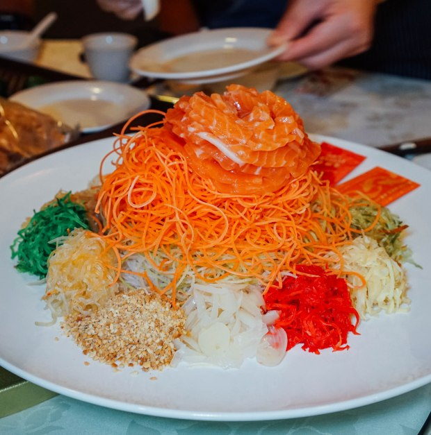 famous-kitchen-cny-prosperity-salmon-yu-sheng-2