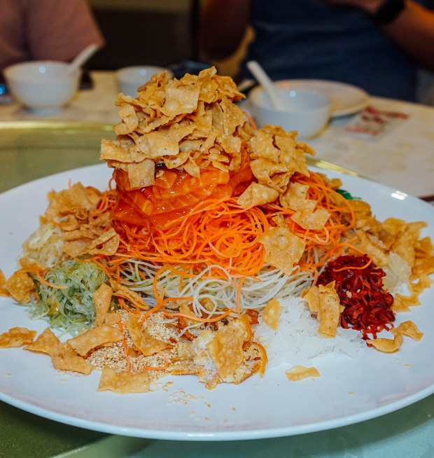 famous-kitchen-cny-prosperity-salmon-yu-sheng