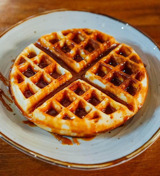 forage-cafe-dessert-waffle-with-salted-caramel