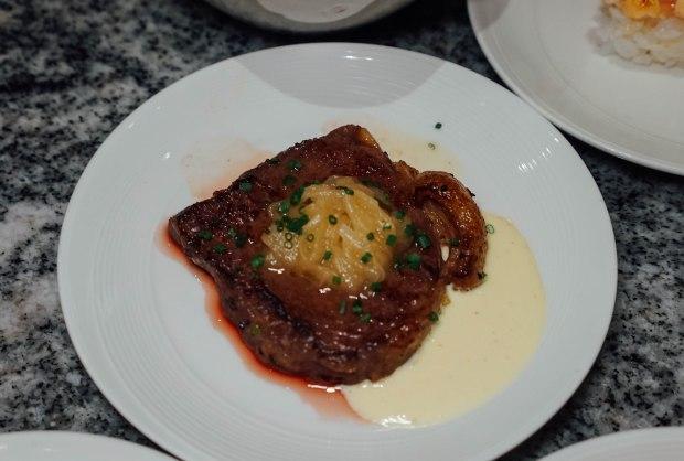 ellenborough-market-cafe-sliced-beef-sirloin-with-caramelised-onion-and-horseradish