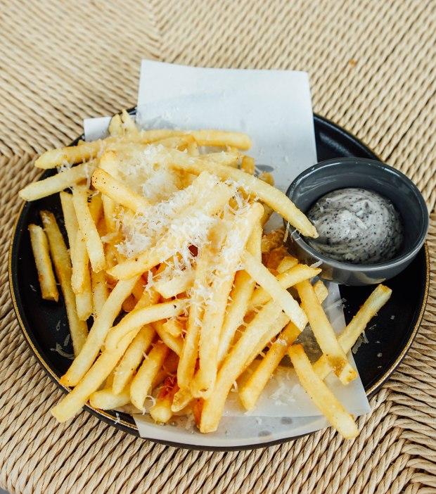 hello-arigato-arigato-truffle-fries