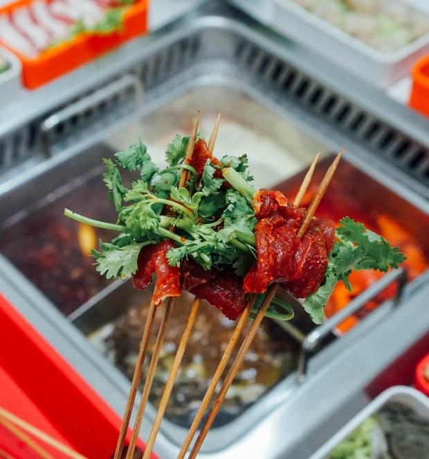 li-ji-chuan-chuan-xiang-pork-with-coriander-skewer